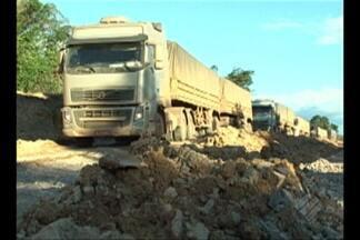 Caminhoneiros reclamam de fornecimento de água na BR-163 - Tráfego voltou a ser bloqueado na rodovia após forte chuva em Trairão.