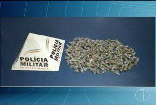 Cães da PM encontram 285 buchas de maconha em Montes Claros - Drogas estavam escondidas em matagal e lote vago; ninguém foi preso.