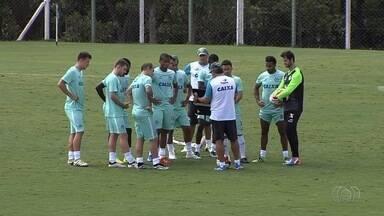 Goiás recebe o Goianésia em busca de reabilitação no Goianão - Alviverde joga na Serrinha na tarde deste sábado, às 16h