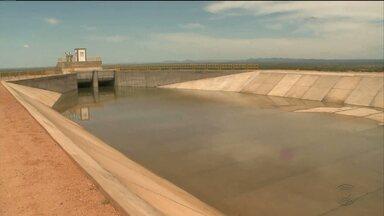 Vazamento em barragem da transposição deve atrasar chegada das águas na PB - A barragem faz parte das obras da transposição e começou a receber, esta semana, água do rio pelo canal leste.