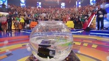 Plateia concorre a R$ 4.000 no desafio da bolinha de ping pong - Será que alguém levou o prêmio?