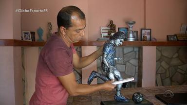 Colorado confecciona estátua de Renato Gaúcho e quer entregar ao técnico gremista - Assista ao vídeo.