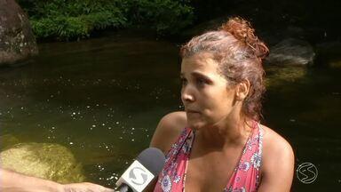 Ação conscientiza turistas e moradores sobre preservação ambiental na Serrinha, em Resende - Abordagem foi feita no portal de entrada do distrito, onde panfletos foram distribuídos por voluntários.