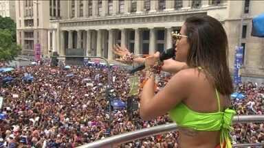 Mais de 20 blocos desfilam pelas ruas do Rio neste sábado (04) - Bloco das Poderosas, da cantora Anitta, foi acompanhado por 400 mil pessoas. Também teve bloco na Lapa, na praia de Ipanema e no Leme.