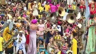 Blocos de rua animam fim de semana em São Paulo - O sábado (04) foi de muita folia pelas ruas da capital paulista. Cerca de 47 blocos desfilaram pela cidade.