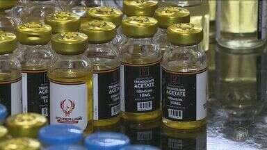 Fábrica clandestina de anabolizantes é descoberta em Paulínia, uma mulher foi presa - Centenas de frascos das substâncias foram apreendidos em um apartamento.