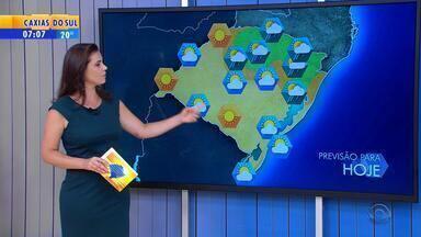 Tempo: instabilidades vindas de Santa Catarina provocam chuva no RS - Chove no Norte do estado, e nas demais regiões tempo deve ser firme.