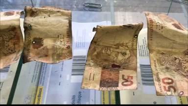 Caixa eletrônico é violado na madrugada de hoje, no Bessa - Bandidos conseguiram levar o dinheiro.
