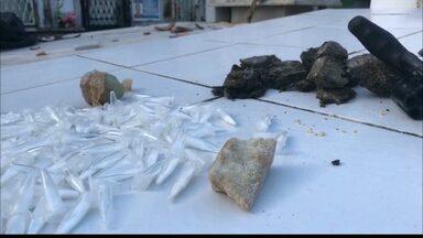 Drogas são encontradas dentro de cemitério no bairro do Cristo, em JP - Cães farejadores foram usados em operação.