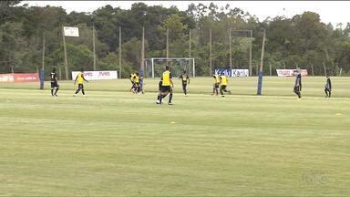 Londrina mantém tática de investir em jogadores formados em casa - Tubarão conta com muitos atletas revelados pelo clube para subir na classificação