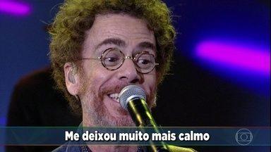 Nando Reis canta 'Do seu lado' - O cantor agita a plateia