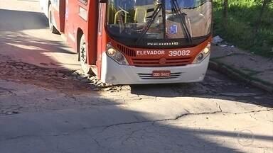 Bairros de Sabará sofrem com falta de manutenção e ruas sem asfalto ou calçamento - Passar de carro em alguns pontos da cidade é missão quase impossível.