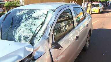 Motociclista morre no centro de Cascavel - Ele bateu contra um carro no início da manhã desta terça-feira.