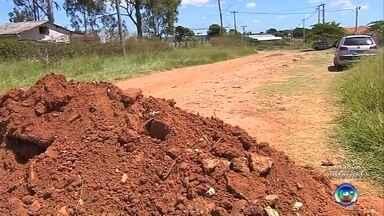 Rua de Marília precisa ser interditada para não virar depósito de lixo - A Secretaria Municipal do Meio Ambiente de Marília (SP) precisou interditar uma rua na zona norte da cidade, para que ela não virasse depósito de lixo.
