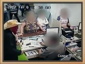 Tesouraria do Hospital da Cidade é assaltada em Passo Fundo, RS - Dois homens invadiram o local na manhã desta terça-feira (21)
