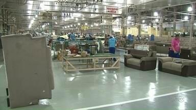 Emprego: polo moveleiro do Noroeste tem vagas para várias funções - Maioria das vagas é para Umuarama. Fábricas de móveis são comuns na região.