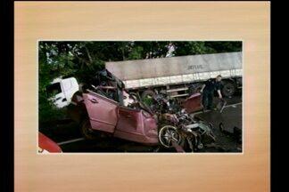 Acidente com morte na BR 472 em Santa Rosa, RS - O acidente envolveu uma carreta e um carro.