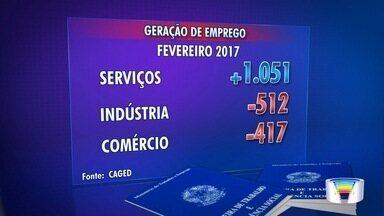 Região volta a criar empregos em fevereiro - Setor de serviços gerou empregos em São José.