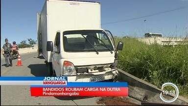 Dois foram presos em Pinda por roubo de carga em Taubaté - Caminhão estava carregado com materiais de construção.