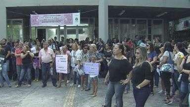 Servidores de Cubatão protestam contra projeto de reforma administrativa - Categoria realizou uma manifestação em frente à prefeitura e à Câmara Municipal, na tarde desta terça-feira (21).