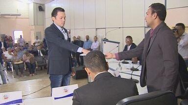 Vice Luiz Ikenohichi toma posse como prefeito em Candeias do Jamari - Ex-prefeito Chico Pernambuco foi assassinado na frente de casa.