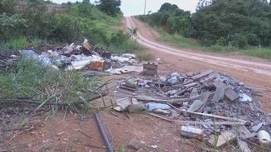 Em Ariquemes, descarte irregular de lixo prejudica população - Muitas pessoas fazem descarte em terrenos baldios dentro da cidade.