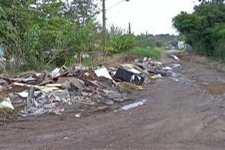 Moradores reclamam da falta de asfalto em avenida de Suzano - Avenida Jaguari, no Miguel Badra, tem asfalto nos dois sentidos, mas em um trecho ela é de terra.