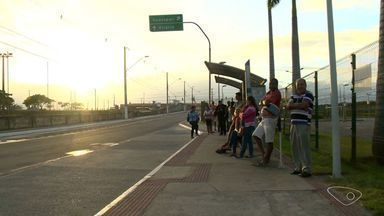 Para tirar RG, moradores de Vila Velha chegam à fila de madrugada - Posto distribui apenas 40 senhas.