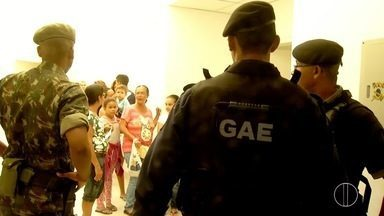 Soldados do exército são chamados para auxiliar na segurança dos postos em Campos, no RJ - Objetivo é auxiliar na segurança dos postos de vacinação de Campos.