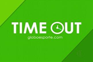 """Globoesporte.com tem segunda edição do """"Time Out"""" - Programa testou conhecimentos do ala Jimmy. Cairo Oliveira testou habilidades do armador Elinho no videogame."""