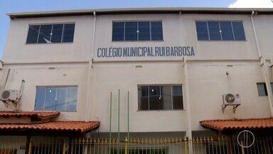 Alunos do Rui Barbosa, em Cabo Frio, RJ, se reúnem para discutir fechamento da unidade - Assista a seguir.