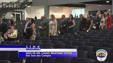Mais de mil casais se reuniram para renovar votos em igreja em São José - Evento foi na noite desta quarta-feira.