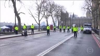 Estado Islâmico assume autoria de ataque em Londres - Três pessoas foram mortas no ataque e 40 estão feridas. O assassino nasceu na Inglaterra e já tinha sido investigado pelo serviço secreto por comportamento extremista.