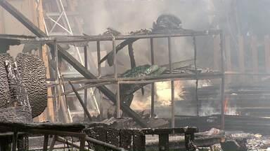 Incêndio destrói barracão onde ficavam guardados cenários e figurino da Paixão de Cristo - Ninguém se feriu; incidente coloca apresentação em risco