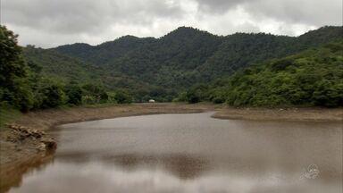 Açude Tijuquinha, em Baturité, seca um dia após ficar cheio - Prefeitura disse que secou o açude para fazer a limpeza no local.