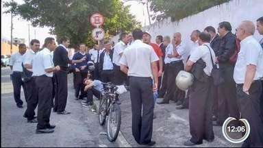 Motoristas da Pássaro Marron paralisaram atividades em Taubaté - Linhas intermunicipais foram afetadas.