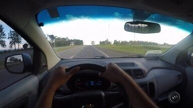 Polícia Rodoviária alerta para o perigo de dirigir com sono em rodovias - Um levantamentos feito nas estradas preocupa a Polícia Rodoviária e quem administra as rodovias da região. Muitos motoristas confessaram que viajam com sono na maioria das vezes, alguns dizem que até já dormiram.