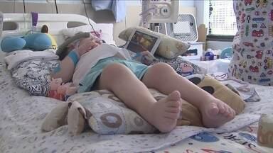 Família faz campanha para arrecadar fundos para tratamento de menino com 'AME' - Família faz campanha para arrecadar fundos para tratamento de menino com doença degenerativa