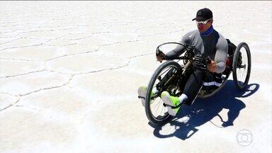 Sobre rodas #01: Fernando Fernandes encara a travessia do Salar de Uyuni, na Bolívia - O campeão mundial de paracanoagem mostra todas as dificuldades do trajeto na sua handbike.