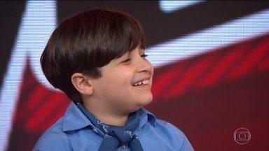 Vencedor do The Voice Kids, Thomas Machado visita estúdio do Fantástico - Gauchinho venceu o programa neste domingo (2). Ele relembra quando começou a cantar e fala um pouco da sua trajetória.