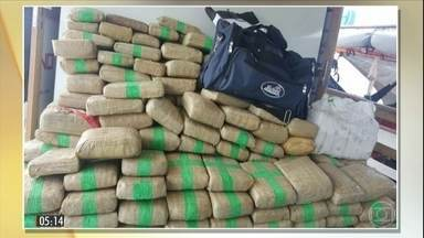 PF intercepta barco com quase 700 quilos de maconha em cocaína no AM - A droga vinha da colômbia com destino a Manaus. Conhecida como skank, a maconha apreendida tem maior valor de mercado. Quatro pessoas foram presas e vão responder por tráfico internacional.