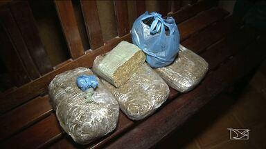 Polícia realiza apreensão de drogas em Santa Inês - Droga e os suspeitos de tráfico foram localizados por meio de denúncias anônimas feitas à Policia Militar.