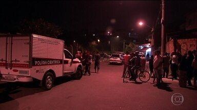 Nove pessoas são mortas em duas chacinas em São Paulo - No Jaçanã, nove homens estavam na rua quando dois motoqueiros passaram atirando. Seis morreram. No Campo Limpo, os atiradores acertaram quatro pessoas que estavam na rua. Uma morreu no local e outras duas, no hospital.