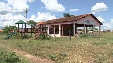 Centros comunitários em Araçatuba são alvos de vandalismo - Centros comunitários de alguns bairros de Araçatuba (SP) estão em péssimas condições, já foram alvo de vandalismo e só acumulam problemas.