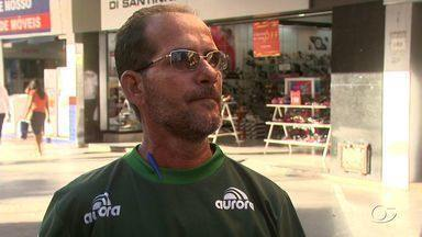 Torcedores opinam sobre clássico de domingo ser de uma única torcida - O repórter Rafael Guedes conversou com torcedores no Centro de Maceió.