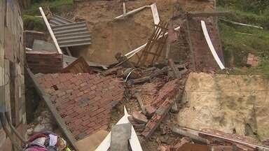 Casa desaba no João Paulo em Manaus - Casa desabou e uma família perdeu tudo o que tinha.