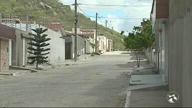 Moradores reclamam de falta de abastecimento de água no loteamento São José - Calendário estabelecido pela Compesa não está sendo cumprido.