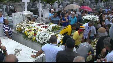 Humorista e ator Cristovam Tadeu é enterrado em João Pessoa - Cristovam Tadeu foi encontrado morto na manhã de sábado em seu apartamento, em João Pessoa.