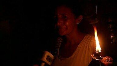 Sob a luz de lamparinas, moradores do TO aguardam energia há 8 anos - Sob a luz de lamparinas, moradores do TO aguardam energia há 8 anos