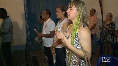 Católicos participam em São Luís de programação em comemoração a Semana Santa - Comunidade católica participou no domingo (9) na capital da missa do Domingo de Ramos.